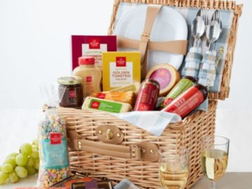 Hickory Farms Grand Picnic Gift Basket GiveawayExpires very soon!