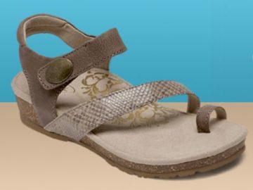 Aetrex Shoe of The Week Giveaway