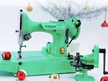 Singer December 2020 Minty-Mint Featherweight Sewing Machine Giveaway