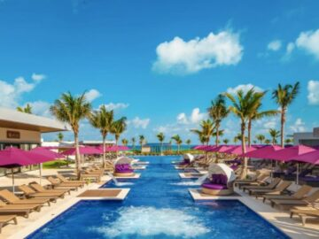 Funjet Vacations Here Comes the Fun Giveaway
